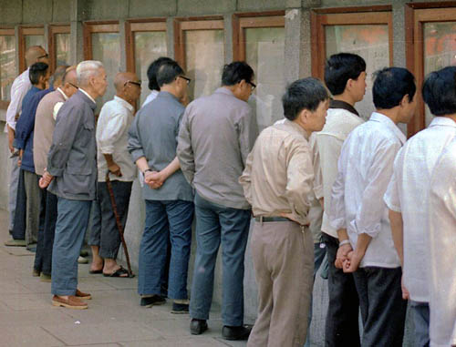 Men lined up to read the news in China in 1986. Photo by Ferrell Jenkins.