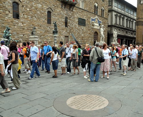 Piazza della Signoria in Florence with Savonarola marker showing. Photo by Ferrell Jenkins.