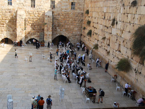 The Western Wall platform. View to north toward Wilson's Arch. Photo by F. Jenkins.