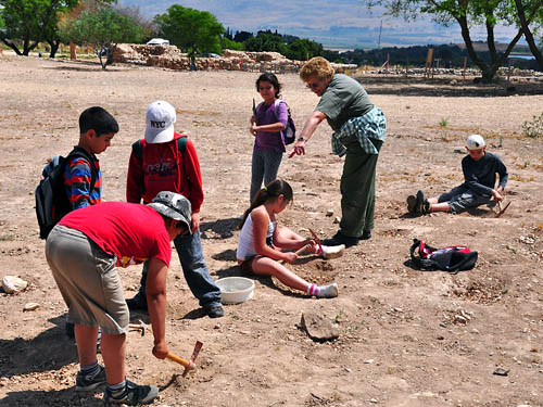 Kids learning about archaeology at Hazor. Photo by Ferrell Jenkins.