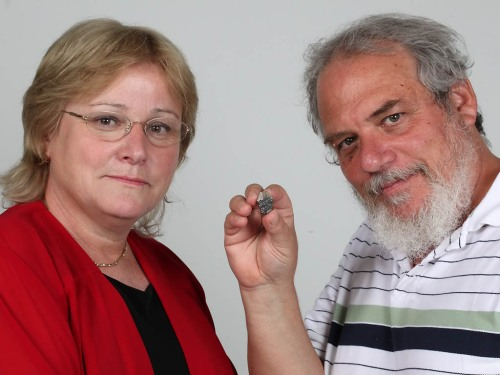 Dr. Eilat Mazar and Prof. Wayne Horowitz with the cuneiform fragment from the Ophel Excavation. Photo: Hebreew University/Sasson Tiram.