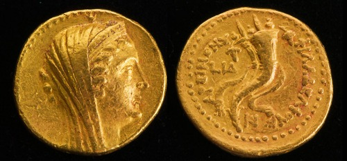 Gold coin of Arsinoë Philadelphus (II) discovered at Tel Kedesh. Photo by Sue Webb, courtesy IAA.