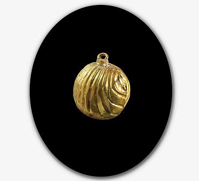 Golden bell found in Jerusalem drain. Photo: ynet.co.il.