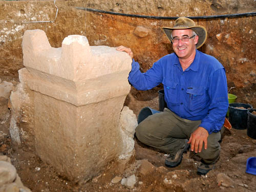 Prof. Aren Maeir with the two-horned altar at Gath. Photo courtesty of A. Maeir.