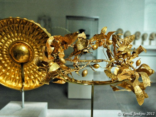 Gold crown from Greece. Metropolitan Museum, NY. Photo by Ferrell Jenkins.