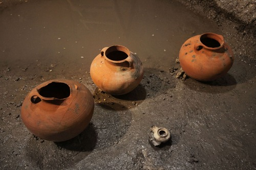 Cooking pots and lamp found in drainage channel near Robinson's Arch, Jerusalem. IAA Photo by Vladimir Naykhin.