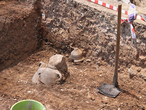 Jar and chalice in Area D at Tel es-Safi/Gath. Photo: Tell es-Safi/Gath Archeological Project.