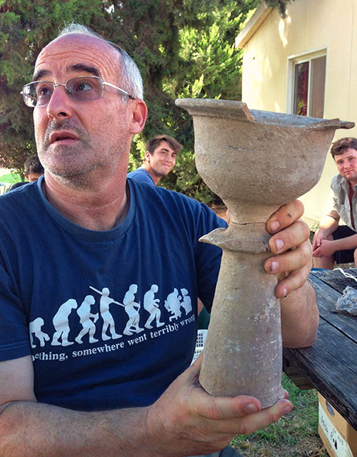 Prof. Aren Maeir displays the large chalice uncovered this week at Tel es-Safi/Gath. Jar and chalice in Area D at Tel es-Safi/Gath. Photo: Tell es-Safi/Gath Archeological Project.