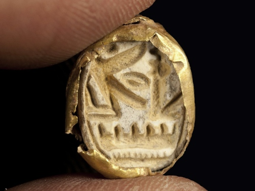 Gold Scarab of Egyptian Pharaoh Seti I. Photograph: Clara Amit, courtesy of the Israel Antiquities Authority.