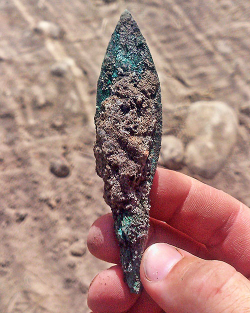 An arrowhead made of bronze. Photographic credit: Eran Gilvarg, courtesy of the Israel Antiquities Authority.