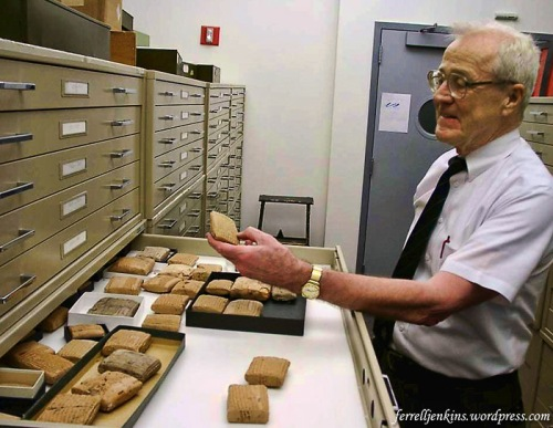 Dr. Erle Leichty showing the cuneiform tablets at the University of Pennsylvania. Photo by Ferrell Jenkins.