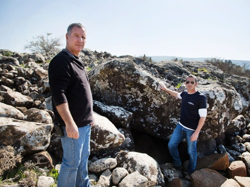 From left to right: Professor Gonen Sharon of Tel Hai College and Uri Berger of the Israel Antiquities Authority. Photographic credit: Shmuel Magal, courtesy of the Israel Antiquities Authority.