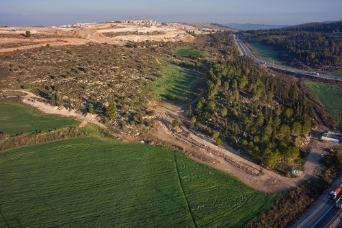 Aerial photographs of the road. Photographic credit: the Griffin Aerial Photography Company, courtesy of the Israel Antiquities Authority.