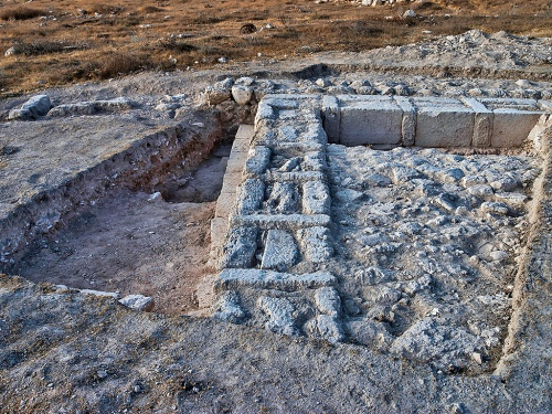 Remains of the structure indicate that it was intentionally dismantled, possibly by the Hasmoneans (photo: Dane Christensen)