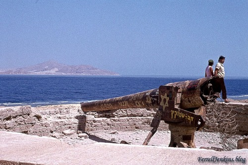 Rusted-out gun left from the Israeli-Egyptian war in 1967. Photo made in 1973 by Ferrell Jenkins.