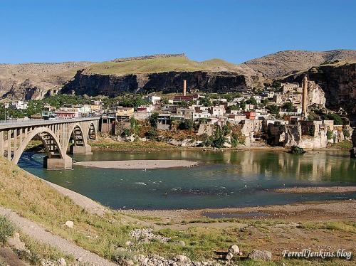 The Tigris River at Hasankef, Turkey. FerrellJenkins.blog.