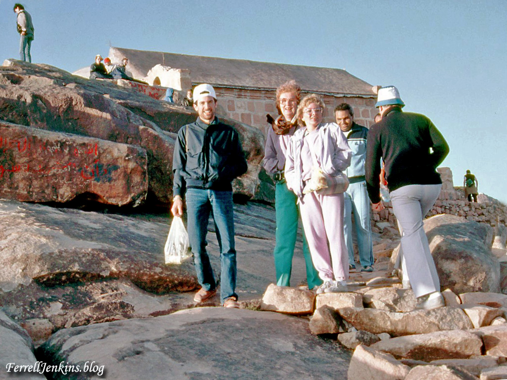 Tourmembers who climbed Mount Sinai with me in 1986. FerrellJenkins.blog.