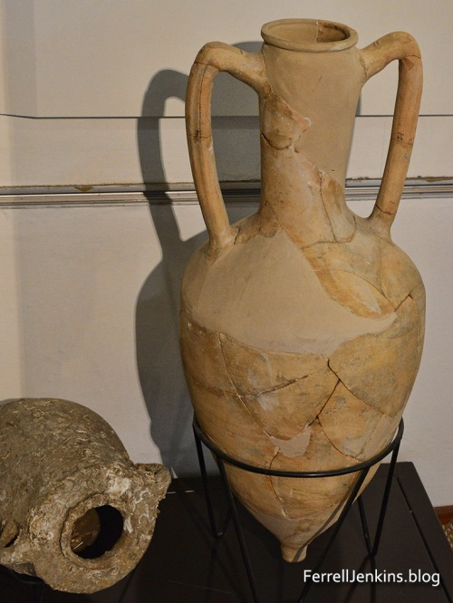 An amphora fromthe Hellenistic Period. This one is displayed at the Hecht Museum, University of Haifa. Photo by Ferrell Jenkins.